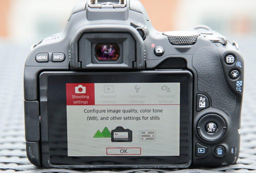 Canon EOS 200D achterkant
